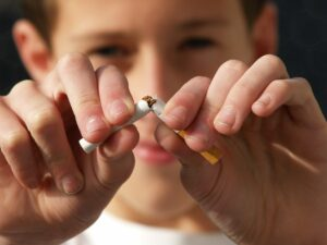 Frankfort IL Dentist | Tobacco & Your Teeth: The Risks of Chewing and Smoking